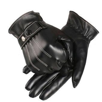 Hommes gais avec des gants