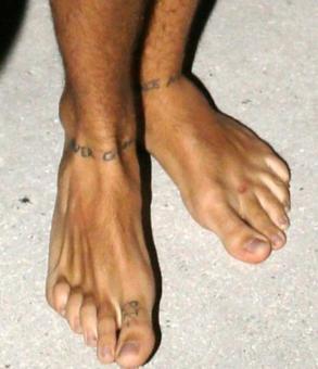 Tatouages pieds et chevilles galerie tatouage - Tatouage pied homme ...