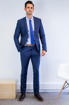 Costume bleu nuit homme l 39 atout chic et charme pour tre - Que mettre avec un jean bleu ...