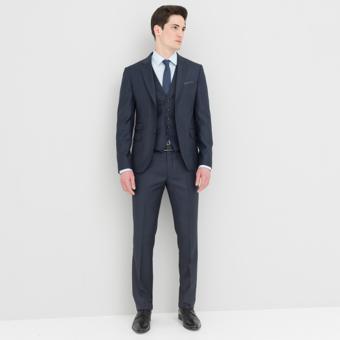 Homme en costume il est important d 39 essayer avant de l for Comment s habiller pour un mariage cravate noire