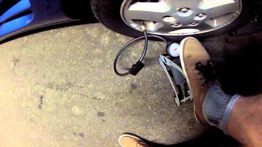 gonfleur manuel pneu voiture